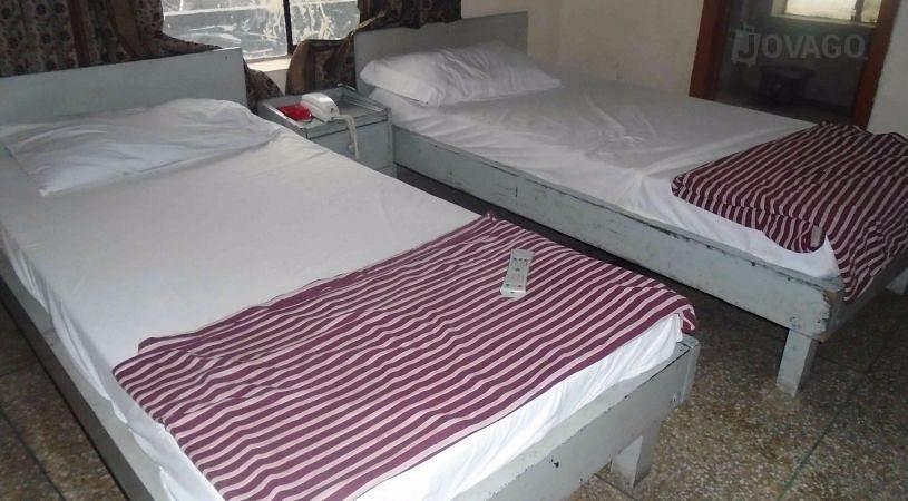 Adil Hotel Lahore bedroom