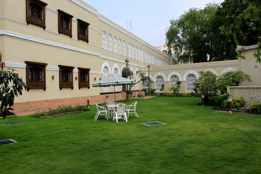 Falettis Hotel Lahore lawn view