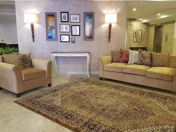 Choosing an affordable hotel in Pakistan - showing the hotel lounge