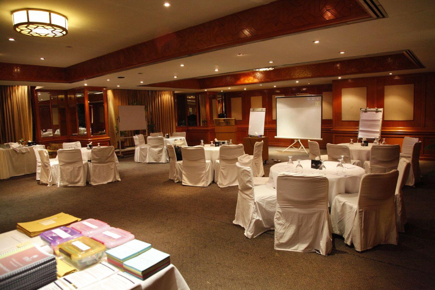 Sunfort Hotel Lahore Hall